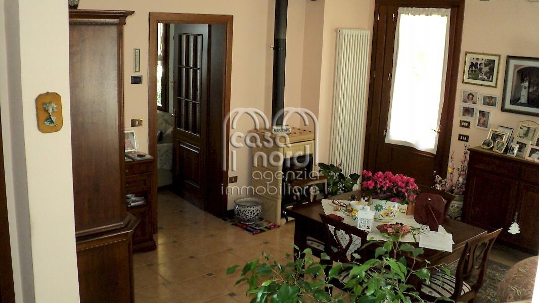 Casa singola a roncade for Planimetrie della casa minuscola con due camere da letto